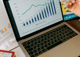 Statistik auf Laptop